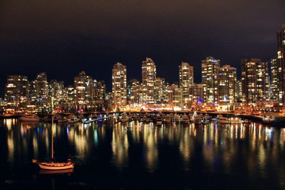 最近一月多伦多带着房市奔小康,温哥华只能带着下乡?